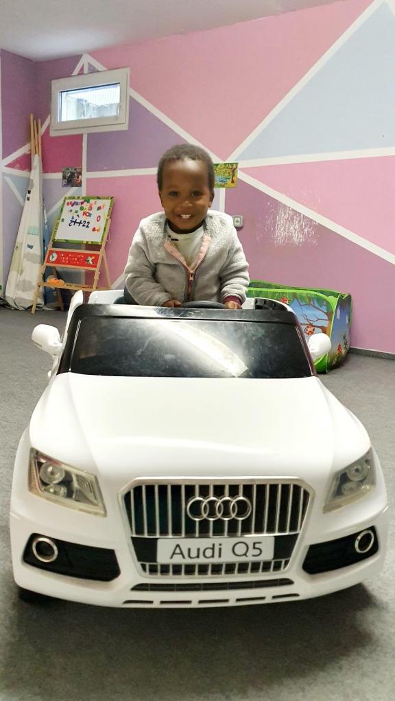 Baby Boy qui roule en Q5. (je veux la même! sniff sniff)