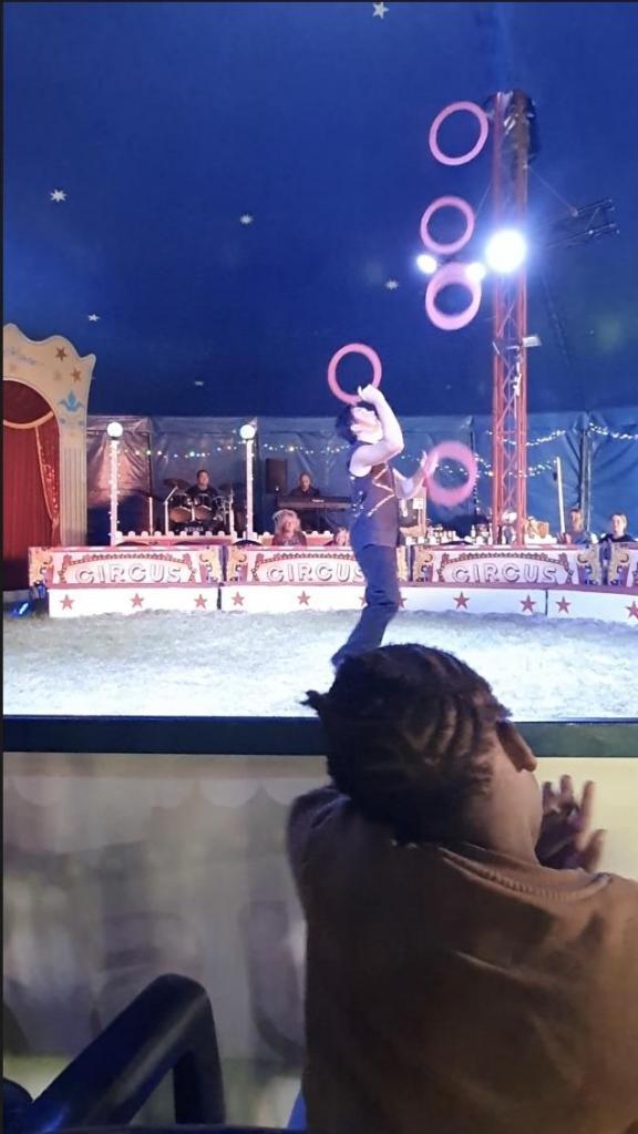 Le jongleur avec les anneaux